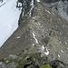 Hier ist mein erstes Etappenziel erreicht. Zu Beginn des Sommers kann man die Schneefelder zur Wassergewinnung nutzen. In dem Sattel gibt es außerdem Zu- bzw. Abstiegsmöglichkeiten nach beiden Talseiten.