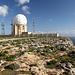 Dingli Cliffs - Südlich des Ortes Dingli und quasi direkt am Rand der Klippen befindet sich eine Radarstation, die heutztage offenbar von Maltas Flugsicherung genutzt wird. Foto vom 08.02.2013.