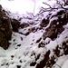 """Il canalino finale che esce sul Posto sopra la palestra di roccia. Oggi in condizioni di misto """"sporco"""" per una facile e divertente micro esperienza alpinistica."""