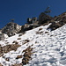 Ober uns das verbaute Gipfelplateau der Zugspitze