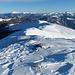 salendo il crinale verso il monte Cella,uno sguardo sul monte Cimone a sx,e il monte Giovo a dx...