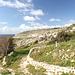 Unterwegs zwischen Mnajdra und Għar Lapsi (Rückweg) - Soeben haben wir die Straße verlassen, nun geht es hinunter in Richtung Küste.