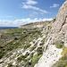 Unterwegs zwischen Mnajdra und Għar Lapsi (Rückweg) - Ausblick während des Abstiegs entlang der Rohrleitung.