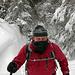 Der Weg durch den Wald. Es war kalt, der Schnee vollkommen trocken.
