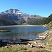 """Die im Text erwähnte Laguna Blanca - welch Paradies! Im Hintergrund der """"andere"""" Vulkan Tolhuaca. <br />Für Fischer: Im See leben viele Regenbogenforellen. Die """"normale"""" Fanggrösse ist etwa 40 cm (!) - ich durfte mich selbst davon überzeugen!"""