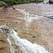 Wanderwege führen hier teilweise über mit Wasser überspülte Felsplatten. Da ist durchaus etwas Vorsicht angesagt.