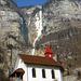 Der Wasserfall und die Kirche von Betlis