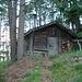 Das romantische Iversen-Blockhaus ist erreicht: mitten im Wald gelegen.