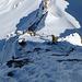 Da sieht man mal schön wie steil es ist....<br /><br />Kurz nach der letzten Felsstufe vor dem Gipfel - Bruno hat mich gesichert.<br /><br />@Bild von B