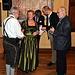 Bei der Überreichung eines Boxbeutel - für die am weitest angereisten Gäste, ein Jubilar aus München und ich aus FFB<br />© Wilfried