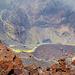 Tiefblick in den gewaltigen, aktiven Krater, hunderte von Höhenmeter!