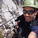 Sascha kurz nach dem Einstieg in den Klettersteig. Das giibt gute Laune... :D