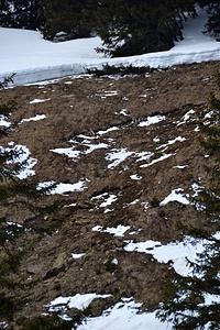 Hier breche ich den Aufstieg ab. Man hätte nicht über dieses Steilstück gemusst, aber oberhalb der Risskante queren. Das musste bei dem weichen Schnee jetzt nicht sein.