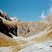 Über dem eindrucksvollen Talkessel des Val Punteglias erheben sich die Ausläufer des Piz Posta Biala.
