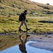 Kleiner Alpinist unterwegs zu hohen Gipfeln