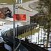 Das Schild interessierte mich nicht. Da die Bahn wegen Revisionsarbeiten nicht fuhr, konnte ich die ersten 433 Höhenmeter bequem über die parallel zur Standseilbahn verlaufenden Treppen überwinden.