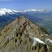 Im Norden die wuchtige Mittagsspitze. Im Hintergrund über dem Rheintal die Alviergruppe (links) und der Alpstein (rechts)