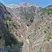 Die Lawine des Torrent de la Reuve verschüttete die Strasse nach Chibloz