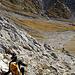 Steiler, brüchig-schuttiger Abstieg ins Sittersbachtal