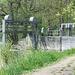 Historisches Wehr bei Ottenbach<br /><br />Zitat NZZ<br /><br />...<br />Die denkmalgeschützte Anlage gehört zu einem Kleinkraftwerk der ehemaligen Seidenweberei Haas. Ausser dem Wehr werden die Ufer- und Kanalböschungen saniert.<br /><br />Mit 200 Metern ist die Anlage an der Reuss das längste historische Streichwehr im Kanton Zürich. Neben dem Wehr gehören ein Oberwasserkanal, ein Turbinenhaus und ein Unterwasserkanal zu dem Kleinkraftwerk. Es liegt in einem Naturschutzgebiet und wird heute als Museumsanlage genutzt. 1977 hat der Kanton den Komplex erworben.<br />