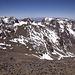 Beim Abstieg sieht man den Toubkal-Westgipfel und die Aguelzim-Kette dahinter.