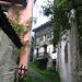 in Piero, Zugang nur über eine schmale Brücke möglich
