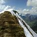 Blick zurück zum Gipfel - im Hintergrund neben der schneebedeckzten Nordflanke die Kanisfluh.