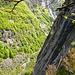 Blick über die Felskante ins Val Calneggia