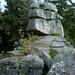 Oben angekommen blickt ein freundlicher Riesensteinmann gen Norden - der Steinmannkopf blieb unerstiegen