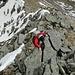 [u Lena] in der Schlüsselstelle am Ostgrat. Auf den soliden Fels ist hier Verlass.