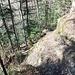 Der markierte Bergwanderweg nach Arth ist an dieser Stelle versichert.