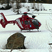 Auf meinem Heimweg nach Zürich, oberhalb der Fafleralp, treffe ich auf  einen Heli der Air Zermatt, der soeben Rettunghelfer und Arzt auf dem unteren Teil des Beichpass abgeladen hat. Da oben hat sich ein Tourenskifahrer wohl was gebrochen. Nach ein paar Minuten fliegt der Heli los....