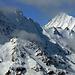 Was für ein Berg! Das Bietschhorn kommt aus den Wolkenschwaden.