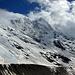 Das Lötschentaler Breithorn mit den davor liegenden Lonzahörnern, unten scharfkantig die Grenze der Moräne des Langgletschers, der mal bis da hinauf gelegen hat.