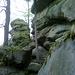 Riesige Felsmauern und Felsformationen auf dem Weg zur Ostburg