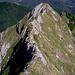dalla cresta in prossimità della vetta del Pisanino,,uno sguardo indietro alla Bàgola Bianca,e alla Fòrbice a dx in basso...