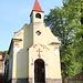 In Mnichov - An der Kapelle im Ort startet und endet unsere kleine Wanderung.