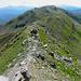 ormai quasi in vetta al monte Cusna,uno sguardo indietro a tutto il crinale percorso....