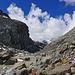 Der Engpass der Gornera, den man rechts über Schutt und geschliffene Felsplatten umgeht.