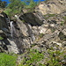 stiebendes Wasser von den Felsen