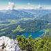 Der Hintersteiner See, der Ausgangspunkt der Tour, wird türkisblau schimmernd sichtbar.