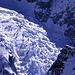 Glacier du Mont Blanc, fotografiert von den Dômes de Miage (3670m). Dieser Gletscher bildet unterhalb Brouillard-Grats einen wilden Abbruch.
