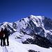Gipfelbild von Kati und Tobias auf den Dômes de Miage (3670m). Im Hintergrund der Mont Blanc (4810m).