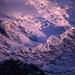 Die riesigen Gletscherbrüche an der Westflanke des Mont Blancs im letzten Abendlicht.