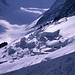 Das Bild zeigt den Abbruch des Rognon-Gletschers unterhalb der Aiguille Verte (4122m). Aufgenommen bei der Abfahrt zum Argentière-Gletscher links oben im Bild.