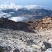 Im Gegensatz zum Krater des Pico de Viejo nimmt sich der Krater des Teide bescheiden aus. Schwefeldämpfe steigen aus ihm auf.