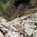 La placca passata in salita ma inutilmente, visto che poi presentava un salto di roccia. Va aggirata (totalmente) dal basso, sul lato della Valgrande