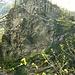 """<br />♬♫♩♬♫♩♬♫♪♩♫♬♩♬♪♫♩♩♫♬<br /><br />""""Remember now The Ancient Ones<br />Remember now The Ancient Ways<br /><br />It's deep inside your memory""""<br /><br />♬♫♩♬♫♩♬♫♪♩♫♬♩♬♪♫♩♩♫♬<br /><br /><br />('The Ancient Ones' - Kellianna)<br />[http://www.youtube.com/watch?v=_nQZnoKbWQ8]<br />__________________<br />_________________________________<br /><br /><br /><br />Wir können uns ruhig daran erinnern:<br />Bevor die Vorfahren der Schweizer (u.a.) bekehrt wurden,<br />waren sie Heiden.<br />Ein bisschen Respekt vor den Heiden schadet also nicht :-/.<br />___________________<br />__________________________________________<br /><br /><br />Die Häuser sind nicht mehr zugänglich. <br />Ich jedenfalls habe keinen Zugang gefunden.<br />Von rechts (auf dem Bild) gibt es keinen mehr, das habe ich gesehen.<br /><br />Von der linken Seite her habe ich einen Zugang gesucht,<br />von der Cappella S.Nicolao ausgehend (über dem Felsen).<br />Es hat zwar einen Pfad, der aber nur in die Orinoschlucht hinunter führt.<br /><br />_________________________________<br />___________"""