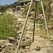 altro tratto di percosro selciato da pietre enormi e uno degli attrezzi usati per spostare le pietre