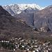 Blick vom Balladrum nach Norden, unten der Ort Arcegno